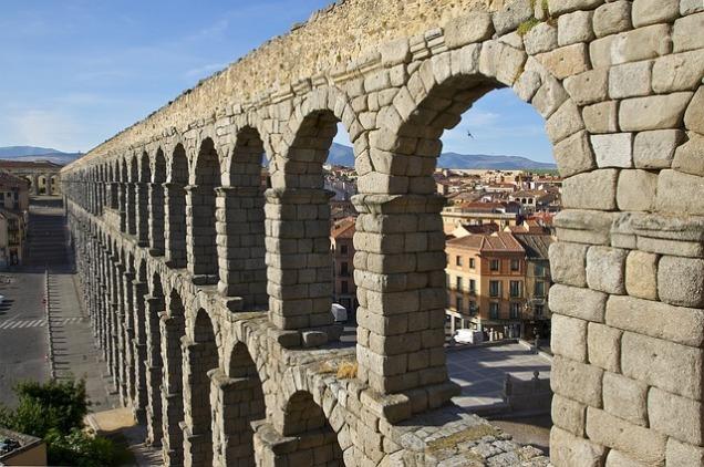 aqueduct-876321_640