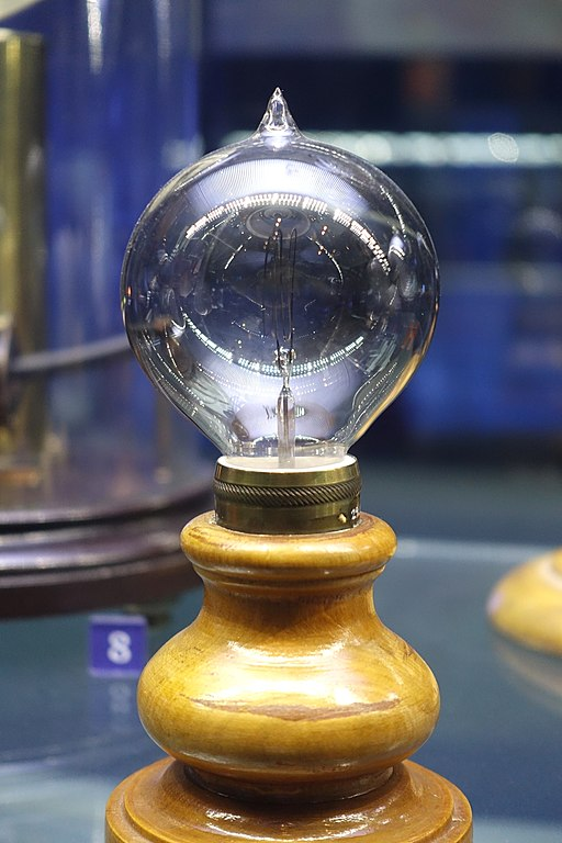 512px-Light_bulb_by_Lewis_Latimer,_1883_-_Museum_of_Science_and_Industry_(Chicago)_-_DSC06448