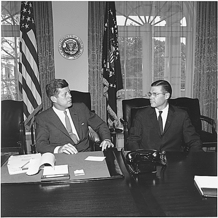 450px-President_Kennedy_and_Secretary_McNamara_1962