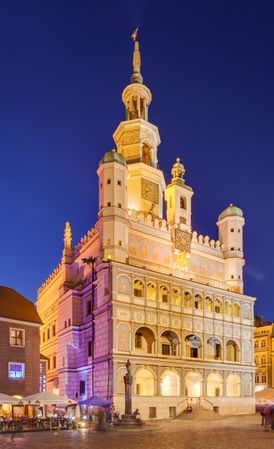 274px-Ayuntamiento,_Poznan,_Polonia,_2014-09-18,_DD_67-72_HDR