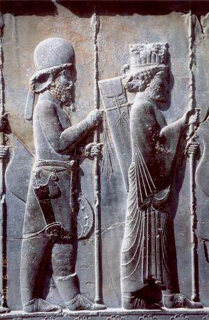294px-Persepolis_Apadana_noerdliche_Treppe_Detail