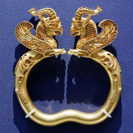 450px-Armlet_from_the_Oxus_Treasure_BM_1897.12-31.116