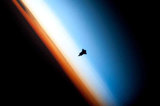 675px-Endeavour_silhouette_STS-130