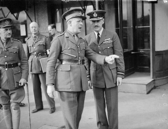 586px-Gort_and_Blount_at_Arras_WWII_IWM_O_177