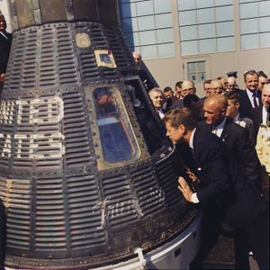 300px-JFK_inspects_Mercury_capsule,_23_February_1962