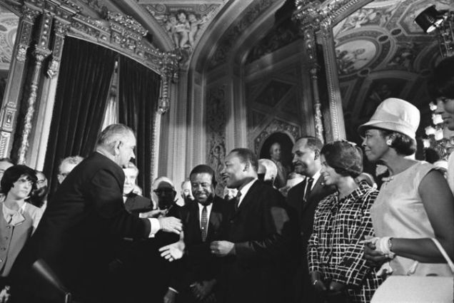 672px-Lyndon_Johnson_and_Martin_Luther_King,_Jr._-_Voting_Rights_Act