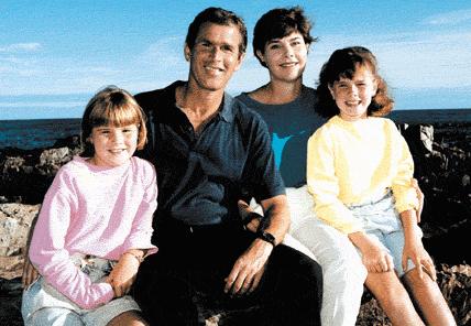 George andLaura Bushwith their daughters